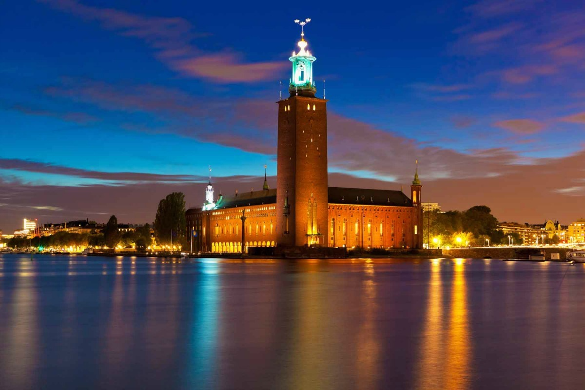 A nul points performance would see Stockholm town hall bathed in blue