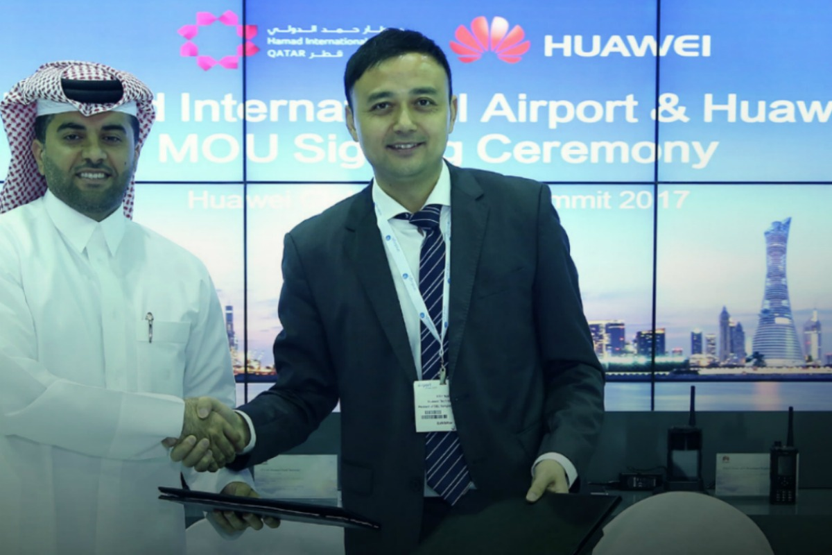 Eng Badr Mohammed Al Meer (left) and Xilin Yuan of Huawei sign the MoU