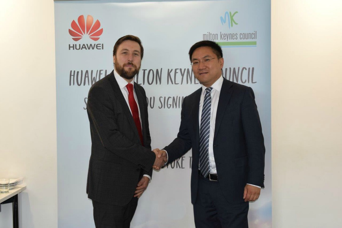 MKC leader, Pete Marland, and Gordon Luo, CEO of Huawei, sign the agreement