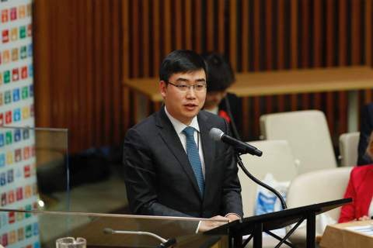Didi Chuxing founder and CEO, Cheng Wei, makes the announcement at the UN summit